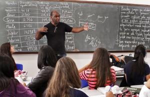 Educação convoca 2 mil educadores para atuarem no regime integral de ensino em 2014